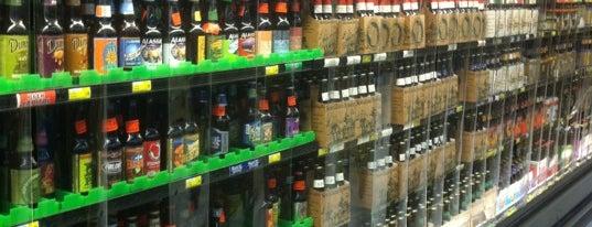 Woodman's Liquor Store is one of Lieux qui ont plu à Erica.