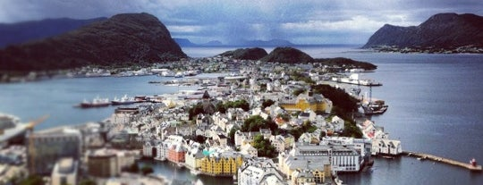 Fjellstua is one of Alesund.
