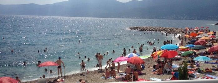 Plaža Ploče (ispod bazena) is one of Posti che sono piaciuti a Irina.