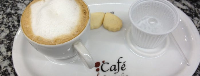 Café Moinho is one of Locais curtidos por M..