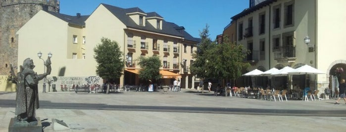 Plaza Virgen de la Encina is one of Posti che sono piaciuti a Christian.