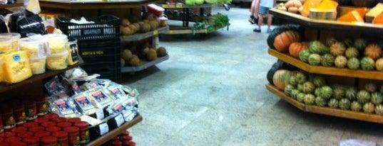Supermercado Mambo is one of Tempat yang Disukai Alberto J S.