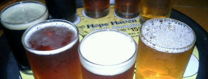 Hops Haven Bar is one of สถานที่ที่ Vince ถูกใจ.