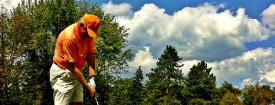 Moon Golf Club is one of Lugares favoritos de Tiona.