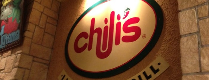 Chili's Grill & Bar Restaurant is one of Lieux qui ont plu à Shalyn.