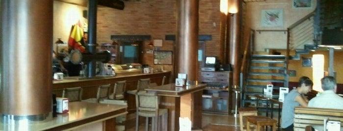 Cafe Astoria is one of Bares y bocaterias Zaragoza.