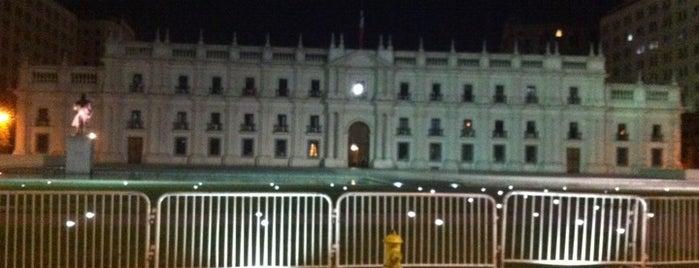 Palacio de La Moneda is one of Lugares, plazas y barrios de Santiago de Chile.