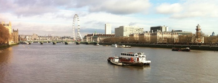 Lambeth Bridge is one of London.