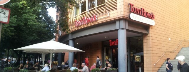 Tony Roma's is one of Lieux sauvegardés par Thiago.