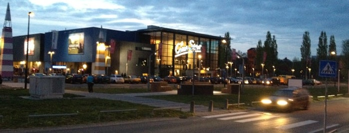 Kinepolis is one of Lieux qui ont plu à Dennis.