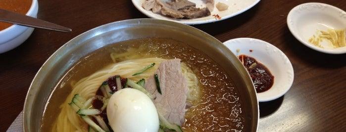 산방식당 is one of Jeju Food 濟州道 飮食 제주 음식.