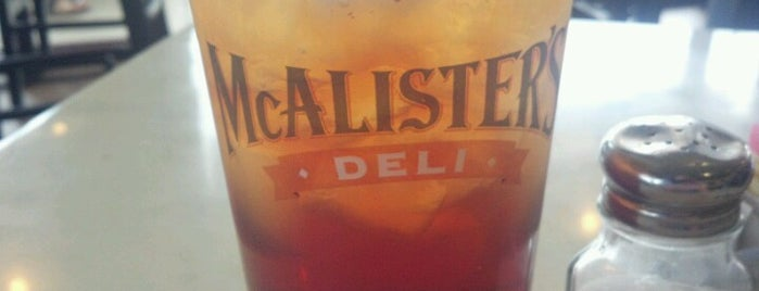 McAlister's Deli is one of Lieux qui ont plu à Suzanne E.