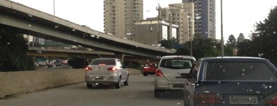 Complexo Viário João Jorge Saad (Cebolinha) is one of De carro no transito de sp.