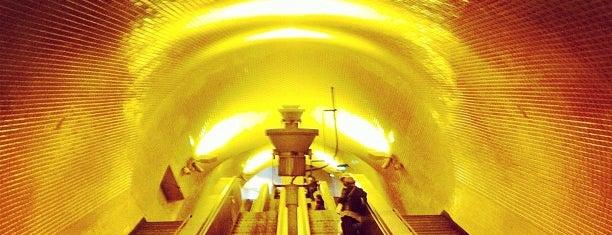 Metro Baixa-Chiado [AZ,VD] is one of Free wi-fi venues.