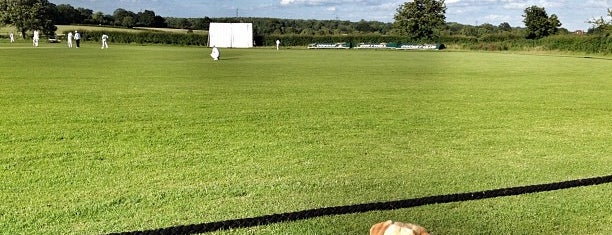 Odiham cricket club is one of Carlさんのお気に入りスポット.