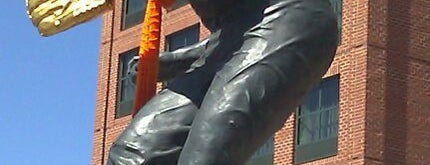 Brooks Robinson statue by Joseph Sheppard is one of Bmore Checkin.