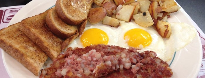 Sammy Js Breakfast Cafe is one of Locais curtidos por Michael.
