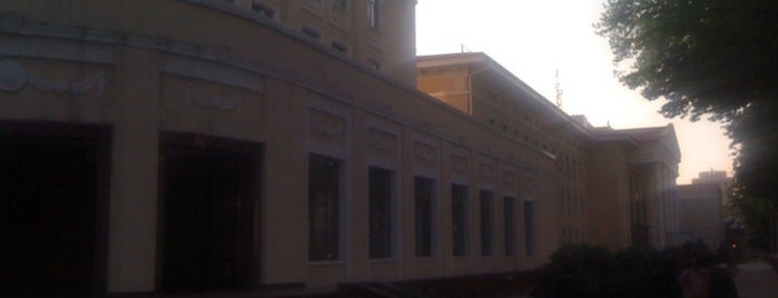 филиал МГУ в Ташкенте is one of Lugares favoritos de Osman.