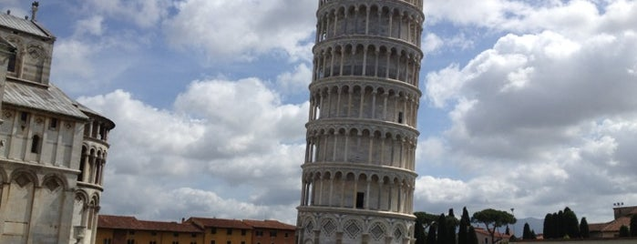 Torre de Pisa is one of wonders of the world.