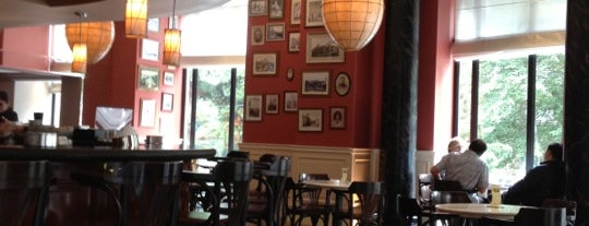 Marriott Parnas Restaurant is one of Tempat yang Disukai Taia.