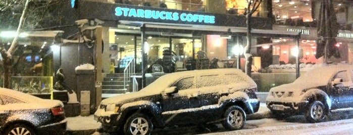 Starbucks is one of Lieux qui ont plu à Halil.