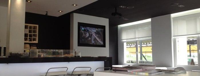 + padel Bar is one of Tempat yang Disukai El Humanoide.