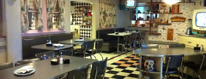 50's Prime Time Cafe is one of Restaurantes en los que he comido!!!.
