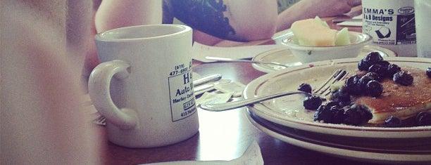 Aunt Emma's Pancakes is one of Posti che sono piaciuti a Vinícius.