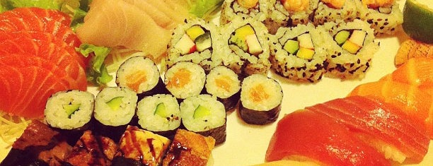 Azami Sushi is one of Locais curtidos por Fabiana.