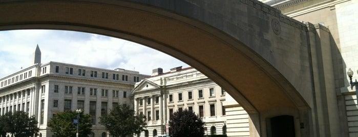 Knapp Memorial Arch is one of Locais curtidos por Will.