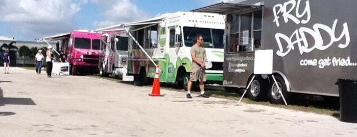 Food Trucks At Pembroke Pines City Center is one of Becca 님이 저장한 장소.
