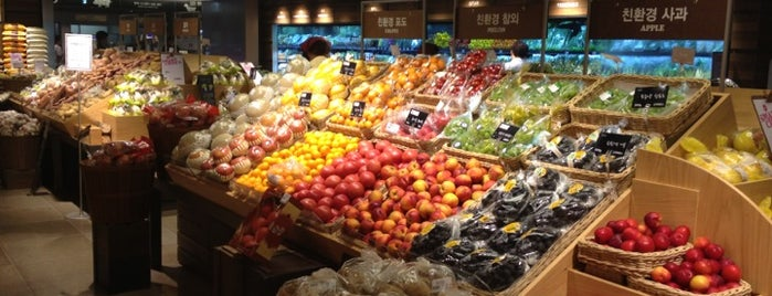 SSG Food Market is one of 부산.