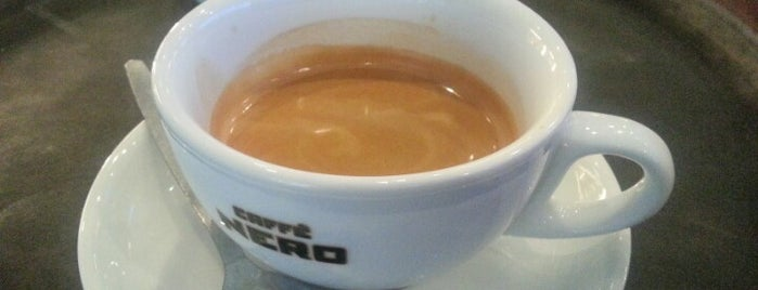 Caffè Nero is one of Locais curtidos por Karen.
