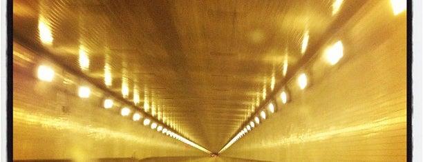 Fort Pitt Tunnel is one of Orte, die Chia gefallen.