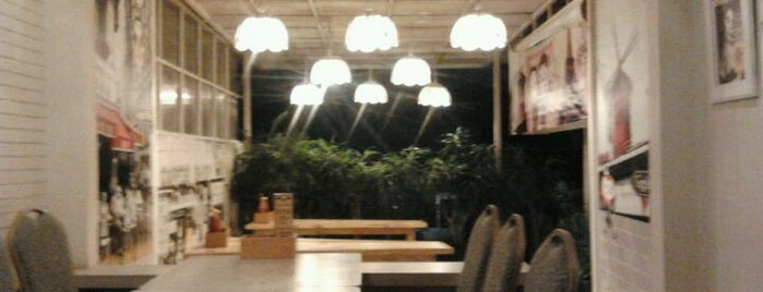 Giggle Box Café & Resto is one of Destination in Bandung..