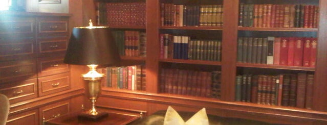 Book Room at the Jefferson Hotel is one of Lugares favoritos de Sunjay.