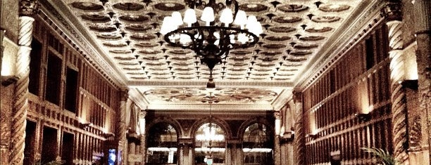 Millennium Biltmore Hotel Los Angeles is one of Locais curtidos por Alexandra.