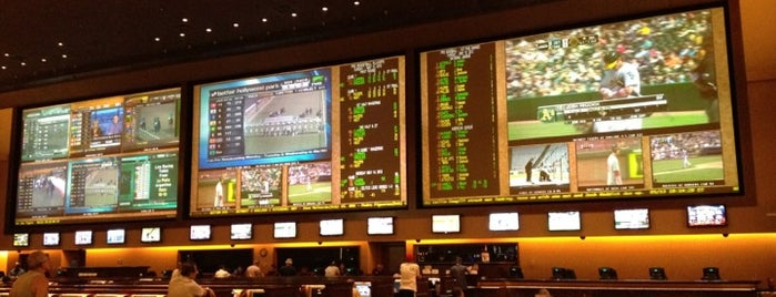 Red Rock Race & Sports Book is one of Tempat yang Disukai Marc.