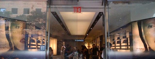 MAC Cosmetics is one of สถานที่ที่ Antwyone ถูกใจ.