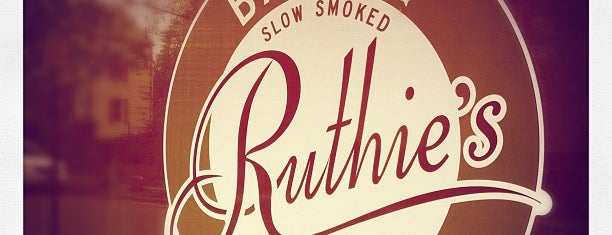 Ruthie's Bar-B-Q & Pizza is one of Gespeicherte Orte von Lizzie.