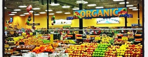 Sprouts Farmers Market is one of Locais curtidos por Chris.