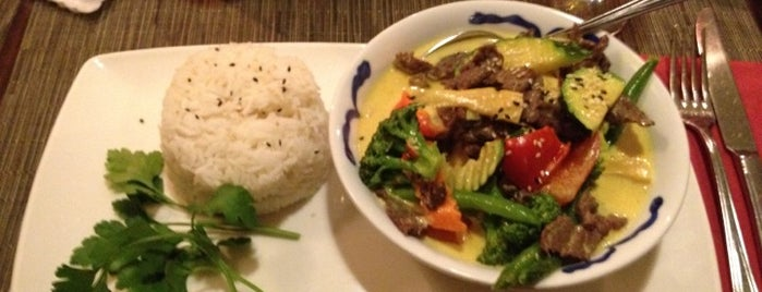 Hanoi Restaurant is one of Fabryさんのお気に入りスポット.