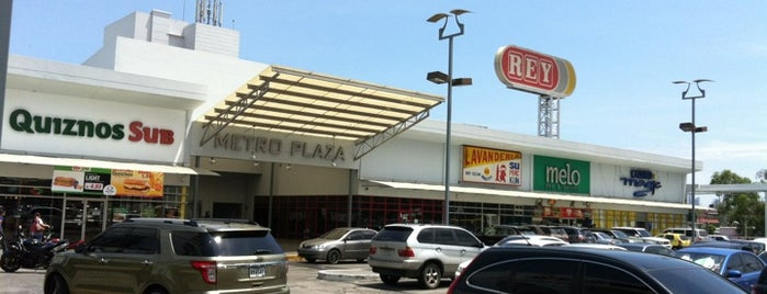 Metro Plaza is one of Locais curtidos por Dalys.