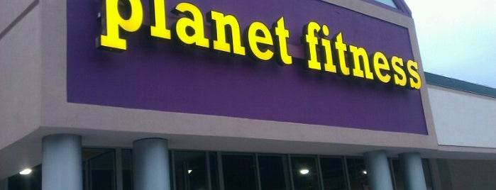 Planet Fitness - Temporarily Closed is one of Locais curtidos por Adam.
