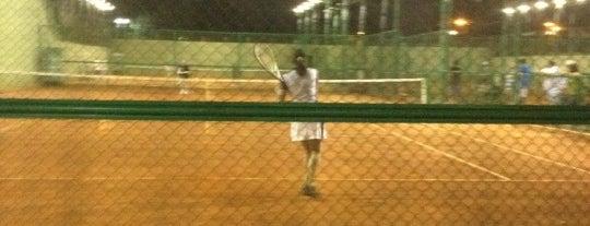 Tennis Company is one of Orte, die Priscila gefallen.