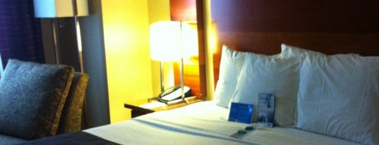 Fairfield Inn & Suites by Marriott New York Manhattan/Times Square is one of Locais curtidos por Michael.