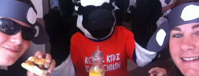 Chick-fil-A is one of Tempat yang Disukai Kenneth.