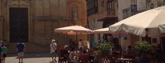 Grapes Wine Bar is one of Posti che sono piaciuti a Océane.
