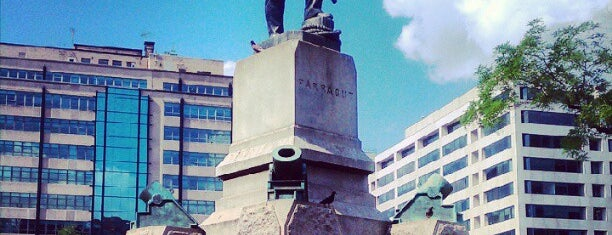 Farragut Square is one of Orte, die Lewis gefallen.