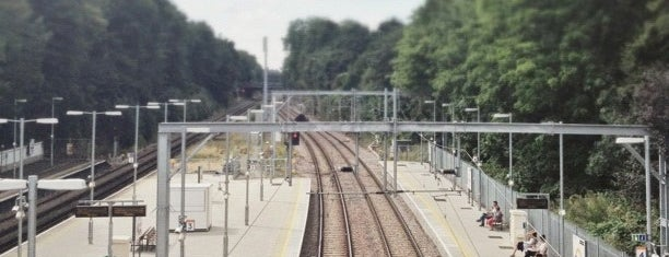 Canonbury London Overground Station is one of Posti che sono piaciuti a Barry.